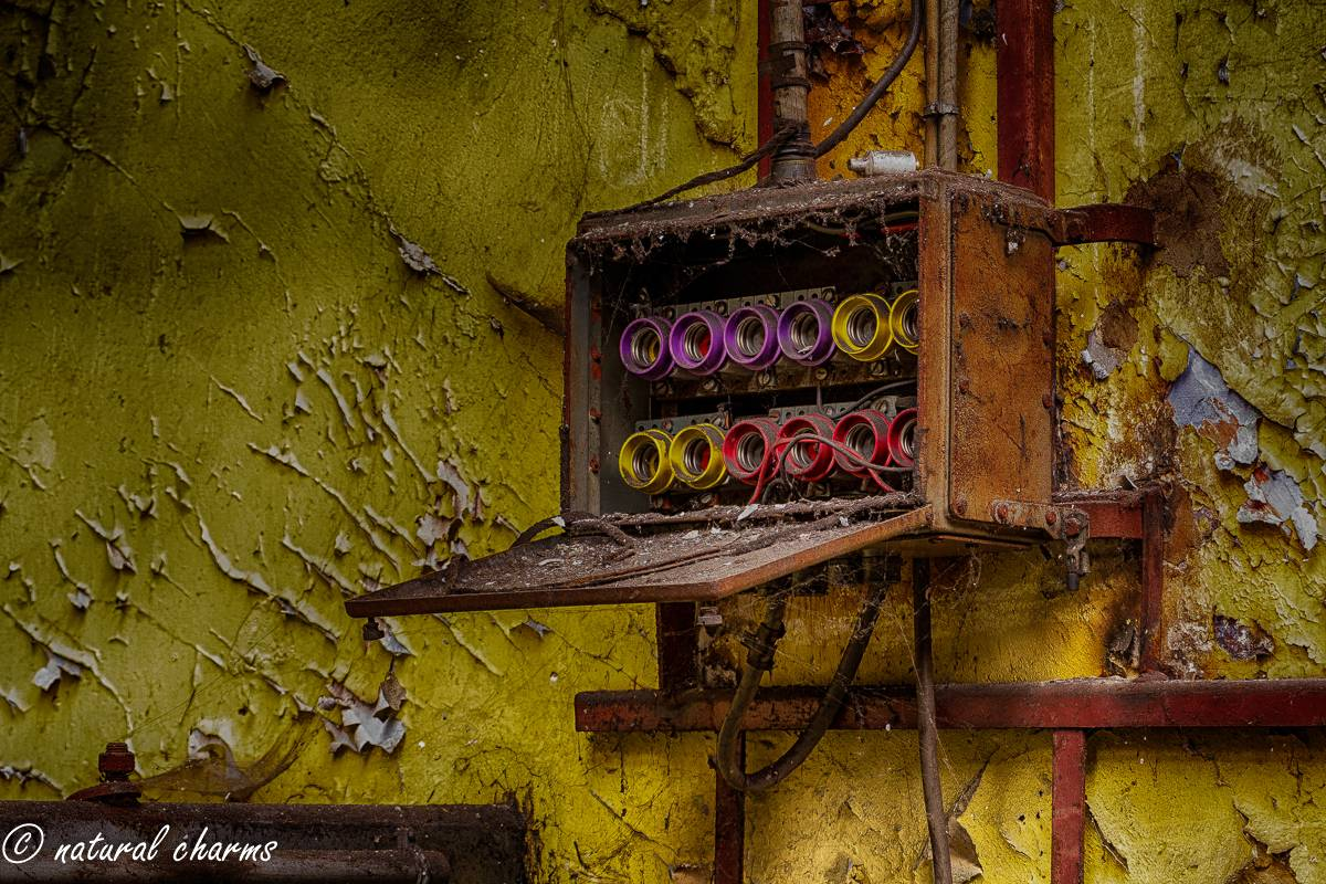 naturalcharms-oldcharms-urbex-fotografie-industrie-orange factory blue tower--13