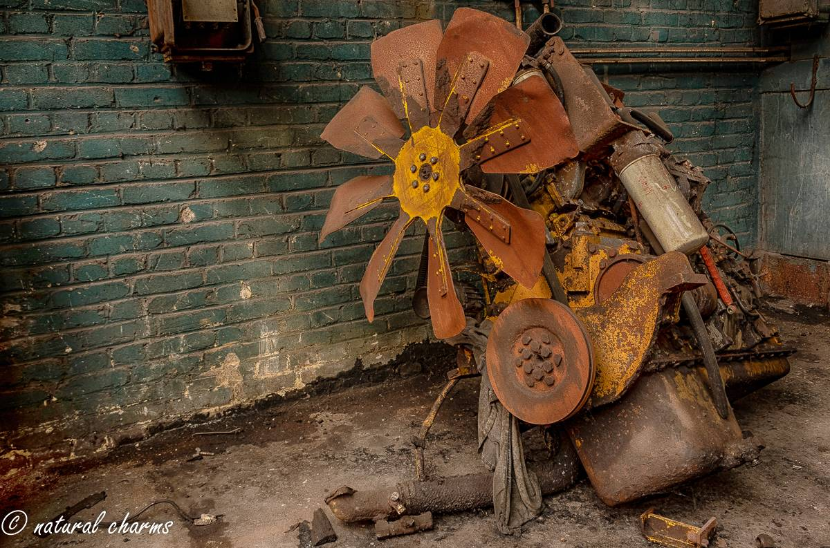 naturalcharms-oldcharms-urbex-fotografie-industrie-orange factory blue tower--21