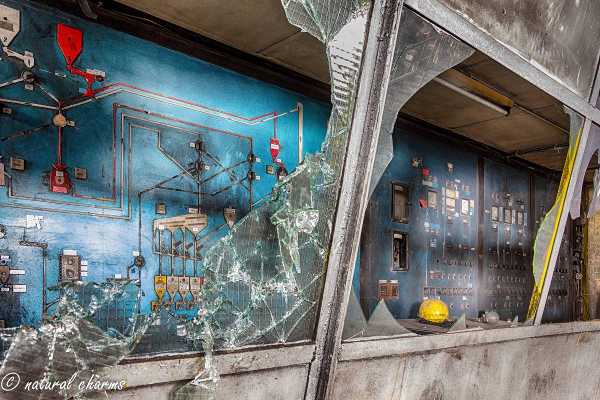 naturalcharms-oldcharms-urbex-fotografie-industrie-orange factory blue tower--26