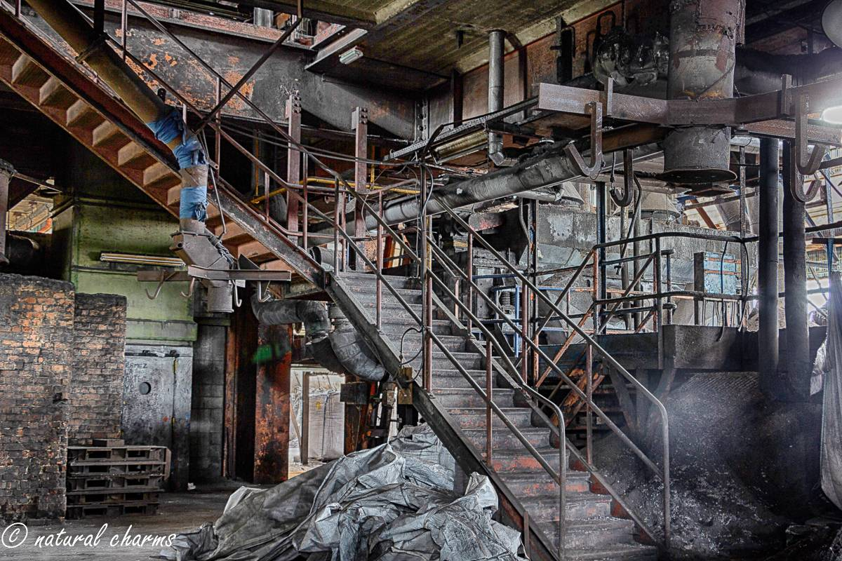naturalcharms-oldcharms-urbex-fotografie-industrie-orange factory blue tower--4