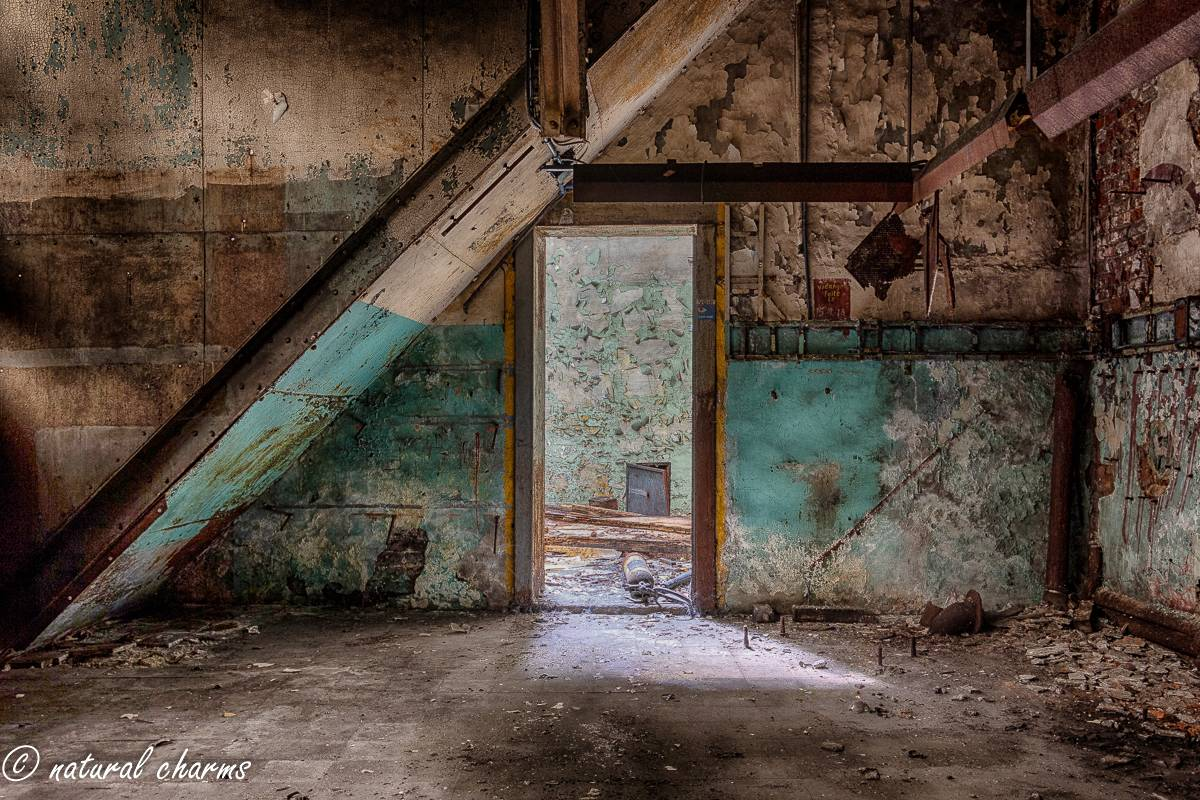 naturalcharms-oldcharms-urbex-fotografie-industrie-orange factory blue tower--9