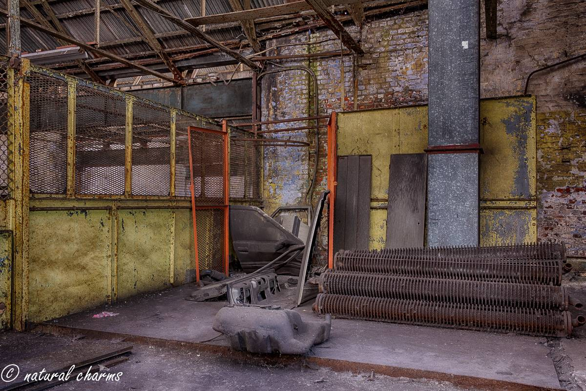 naturalcharms-oldcharms-urbex-fotografie-industrie-orange factory blue tower-12