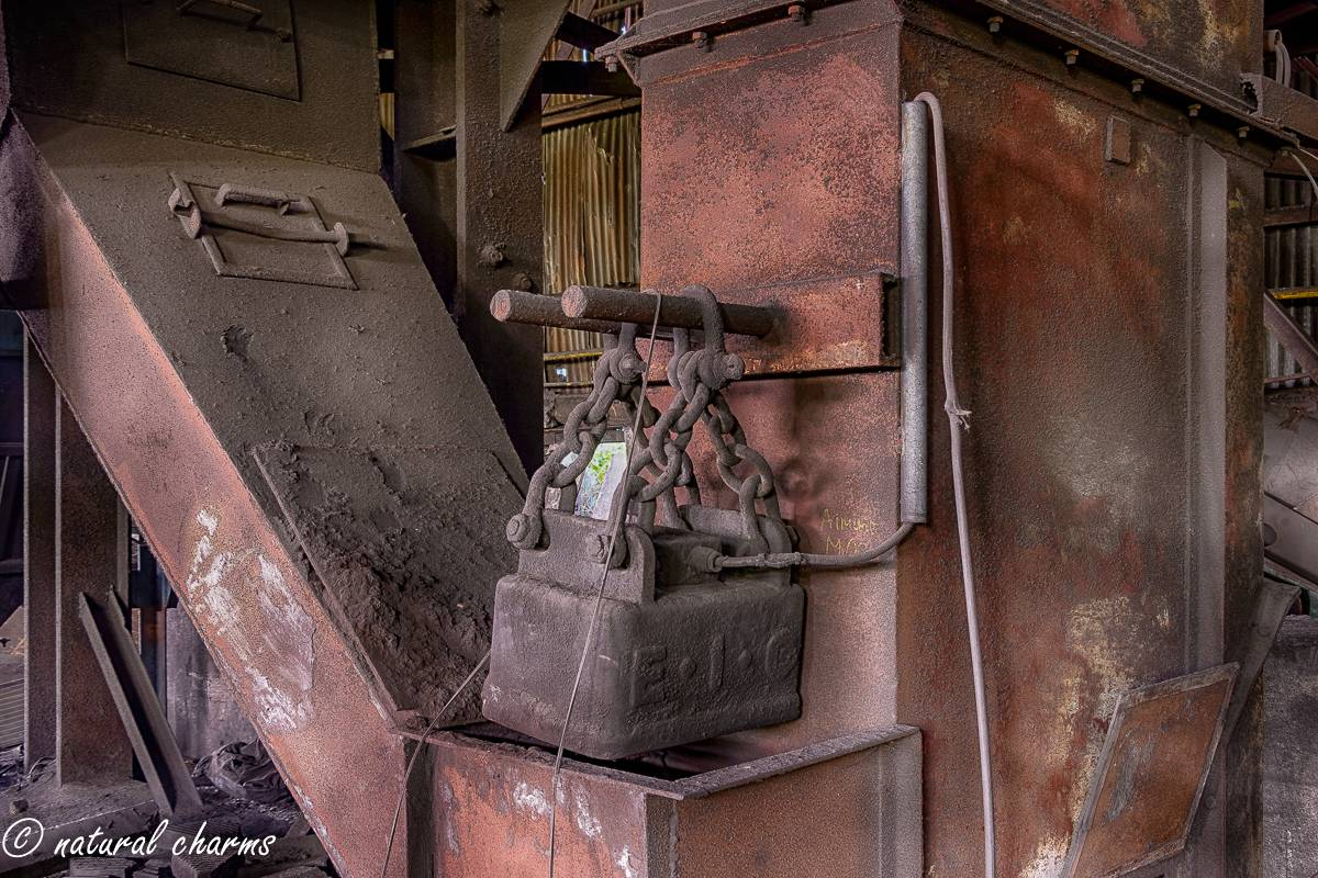 naturalcharms-oldcharms-urbex-fotografie-industrie-orange factory blue tower-3