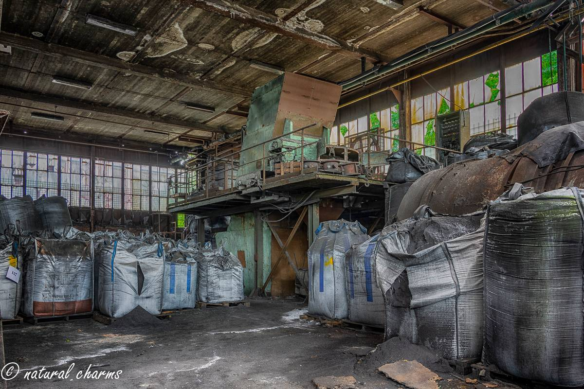 naturalcharms-oldcharms-urbex-fotografie-industrie-orange factory blue tower-8-2