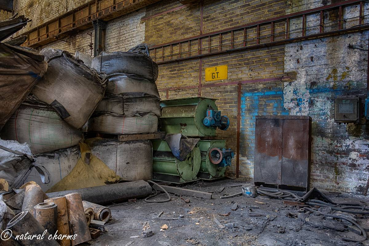 naturalcharms-oldcharms-urbex-fotografie-industrie-orange factory blue tower-8-3