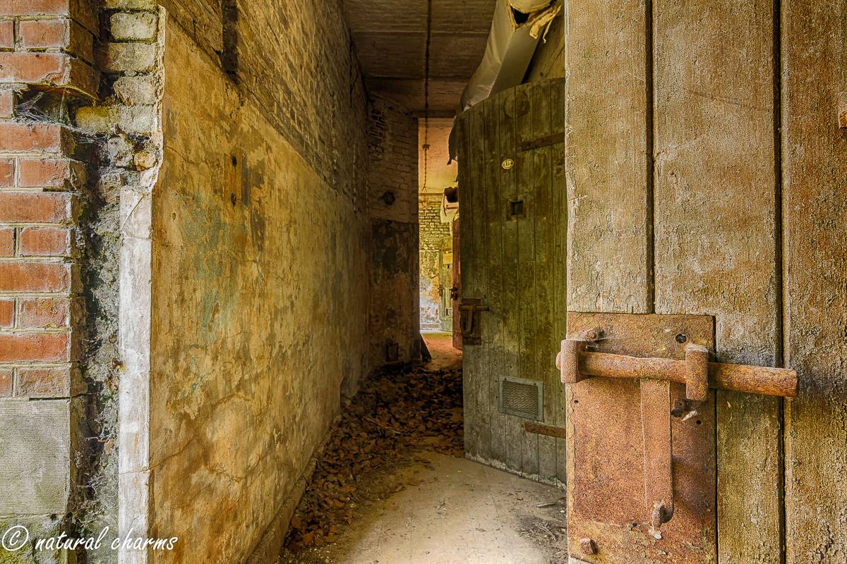naturalcharms-oldcharms-urbex-Prison H11-5
