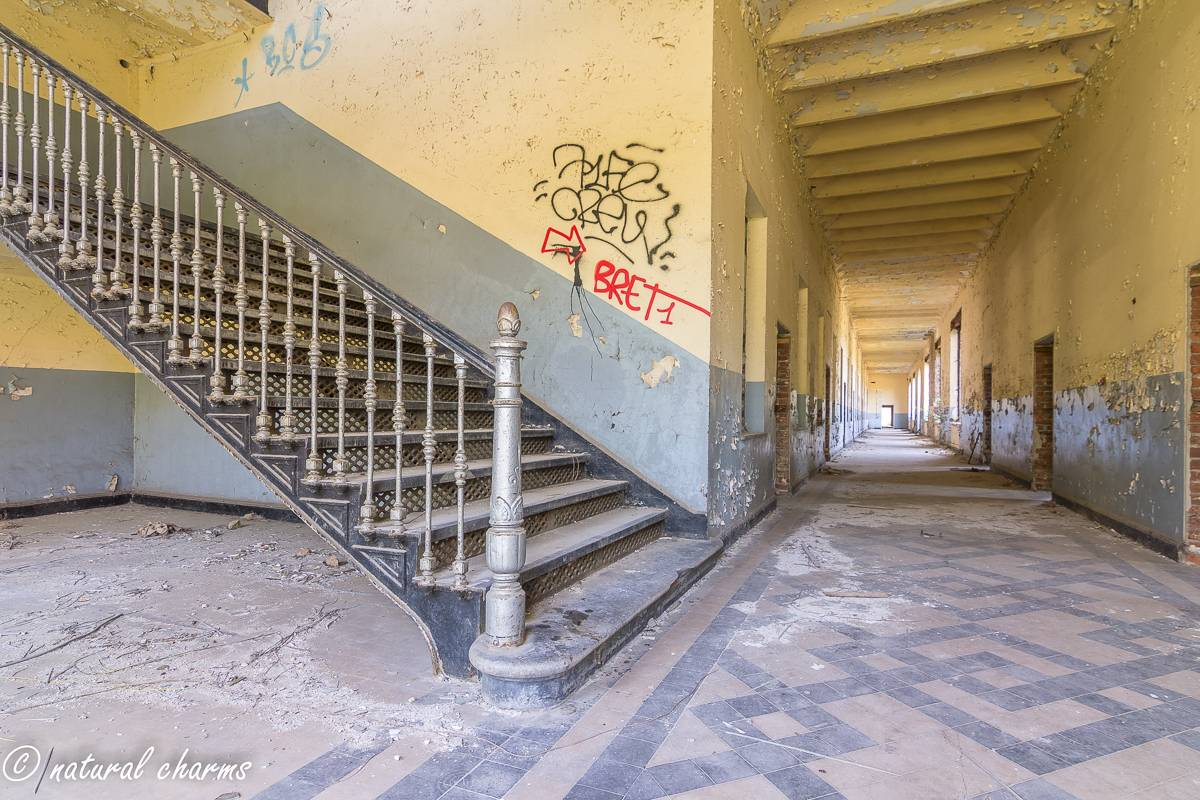 naturalcharms-oldcharms-urbex-prisonH11-