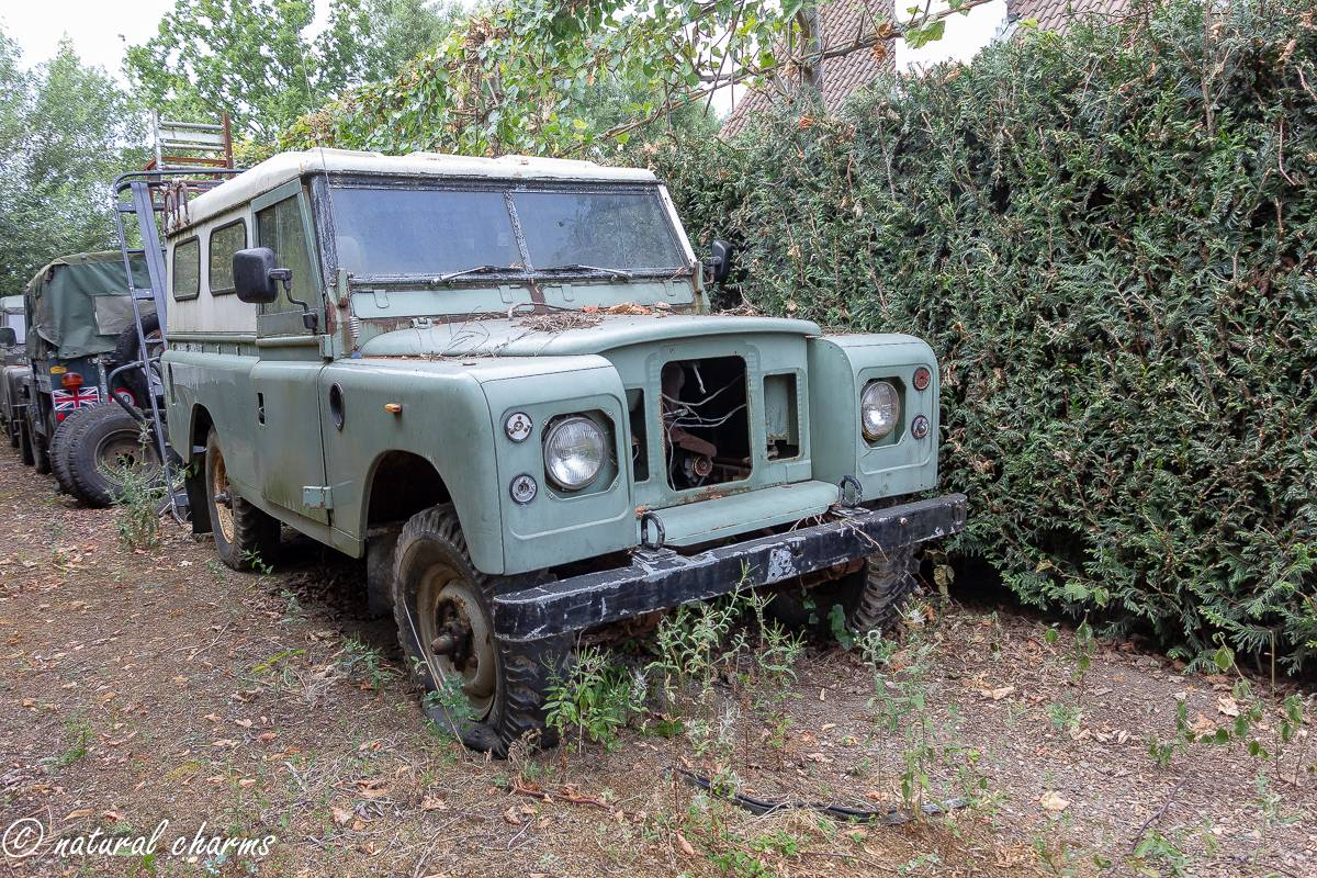 naturalcharms-oldcharms-urbex-fotografie-auto-landrover-1132