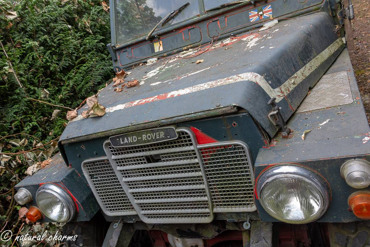 naturalcharms-oldcharms-urbex-fotografie-auto-landrover-1138