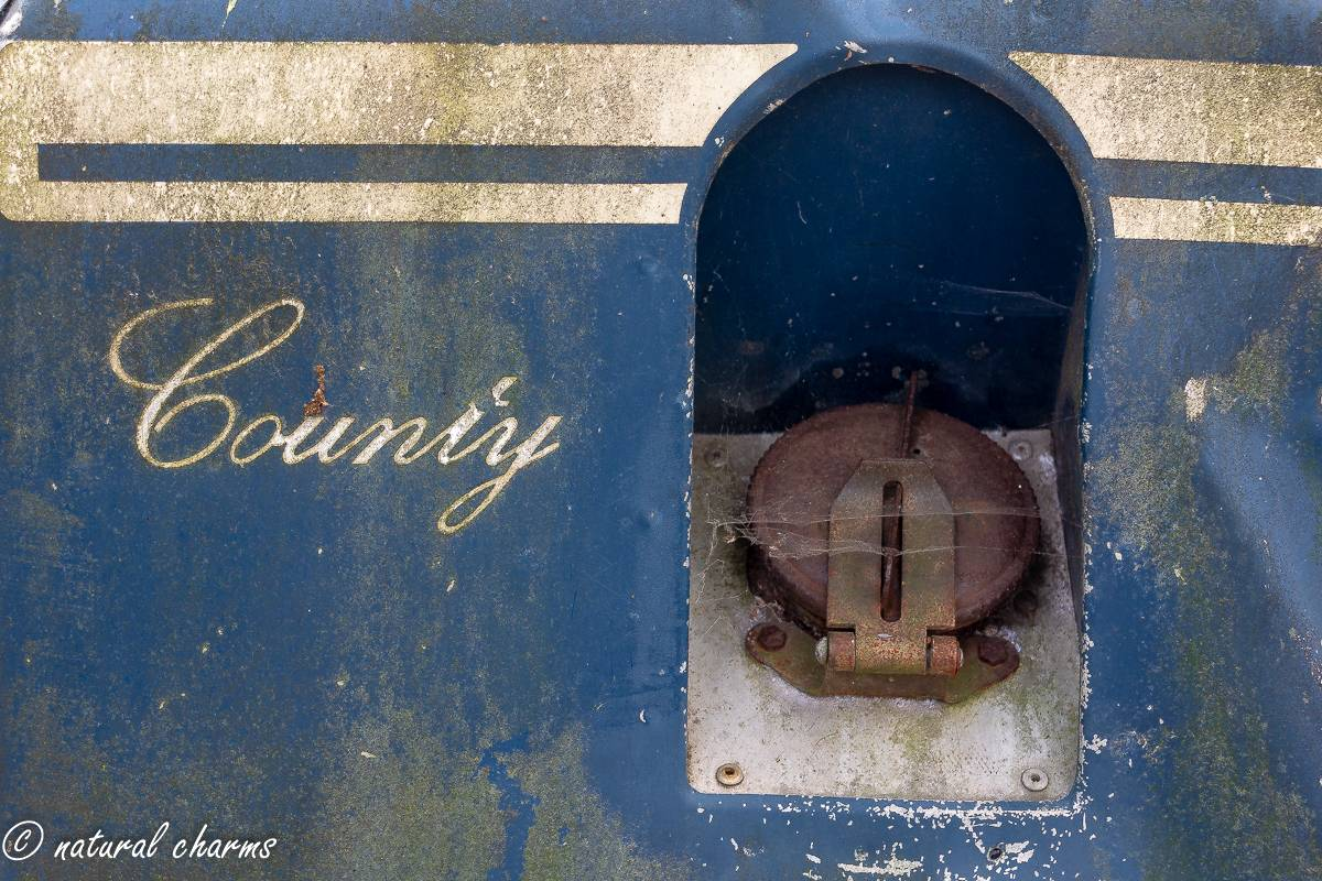 naturalcharms-oldcharms-urbex-fotografie-auto-landrover-1146
