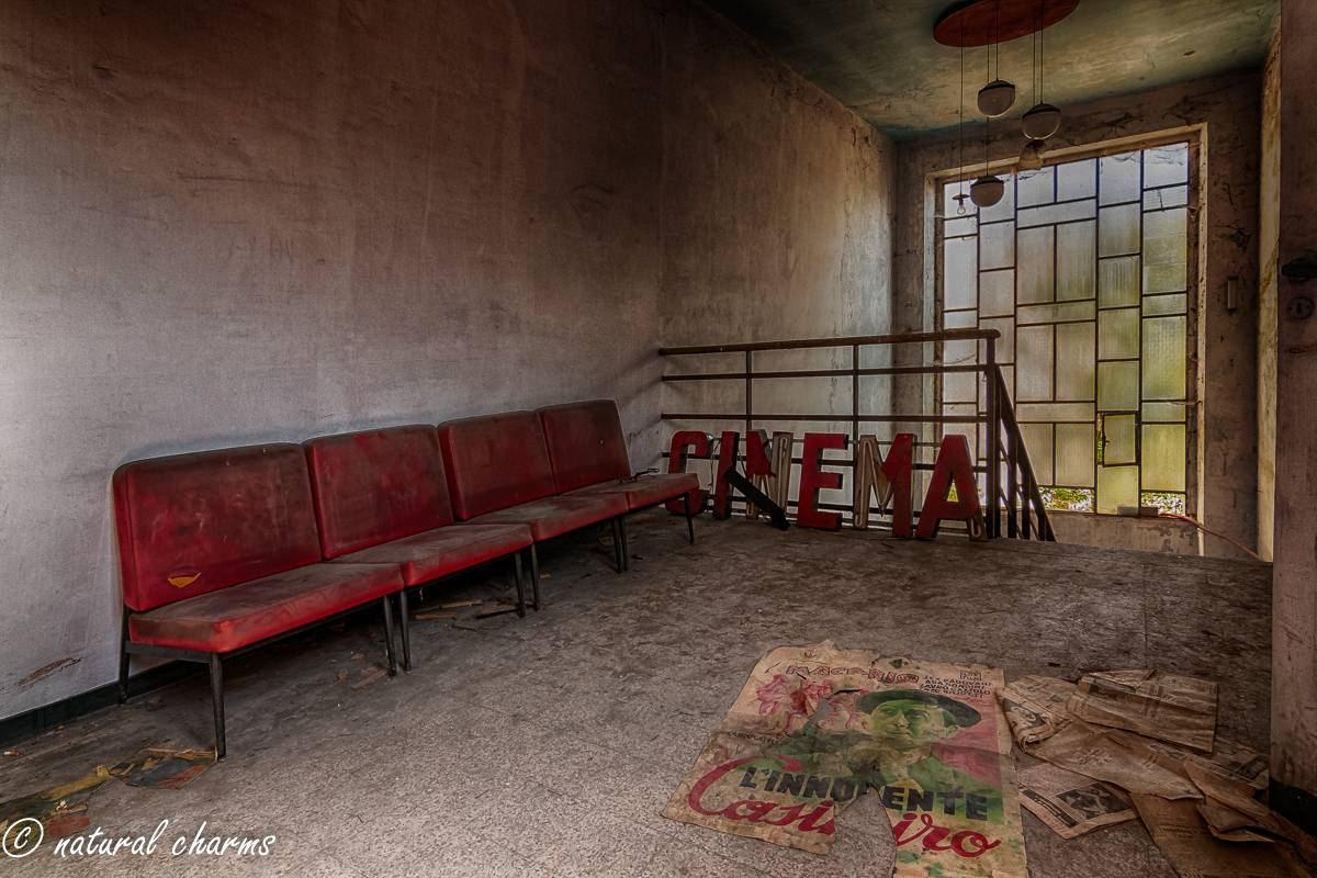 naturalcharms-fotografie-oldcharms-urbex-italie-blue cinema-2019--10