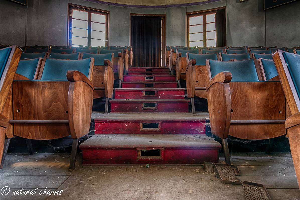naturalcharms-fotografie-oldcharms-urbex-italie-blue cinema-2019--19
