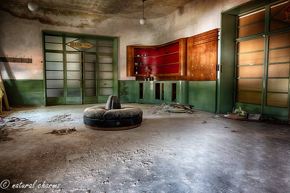 naturalcharms-fotografie-oldcharms-urbex-italie-blue cinema-2019--24