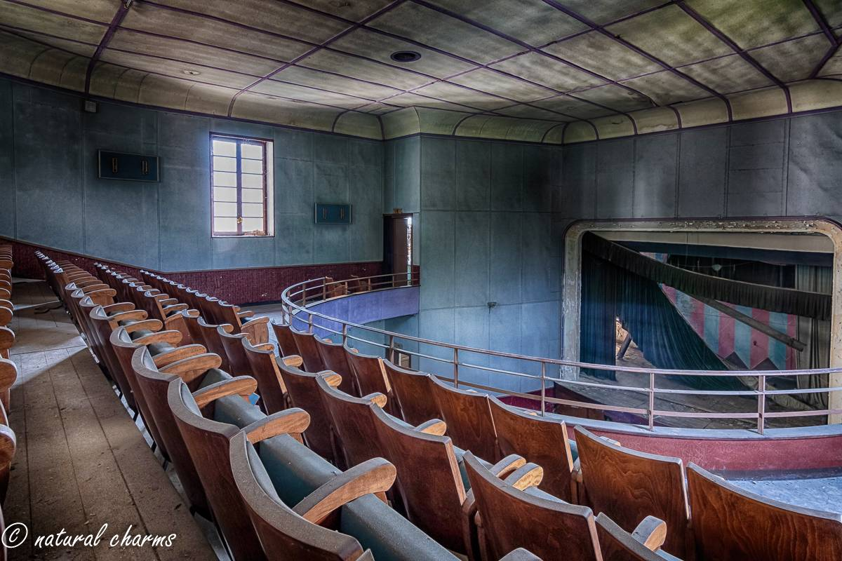 naturalcharms-fotografie-oldcharms-urbex-italie-blue cinema-2019--7