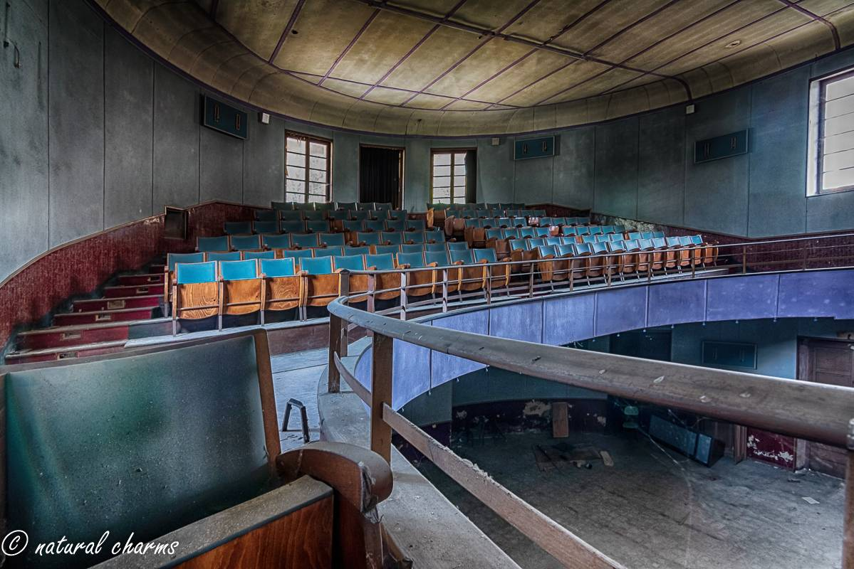 naturalcharms-fotografie-oldcharms-urbex-italie-blue cinema-2019--9